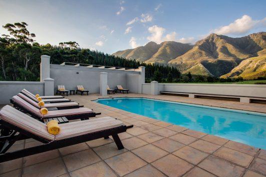 Gaikou Lodge pool