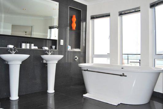 Villa Afrikana bathroom